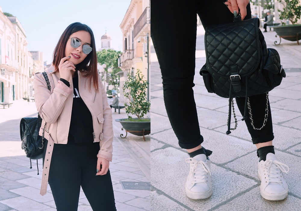 Outfit con giacca di pelle rosa, sneakers bianche